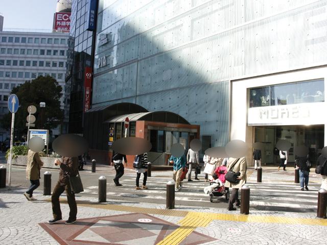 横浜駅西口モアーズ付近